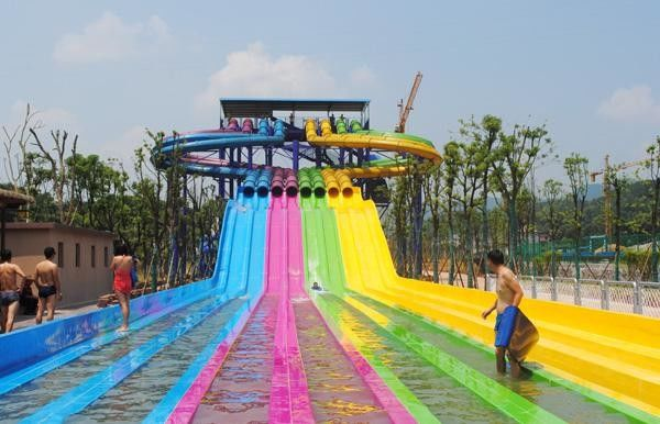 Adult Water Park Equipment / Outdoor Playground Water Slide Customized Size