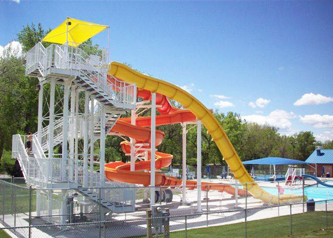 Large Water Theme Park Equipment Fiberglass Slide Galvanized Carbon Steel Columns
